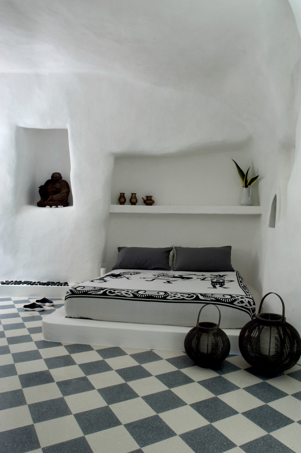 The master bedroom: the oldest area in the house, dug into the grottoes and whitewashed.